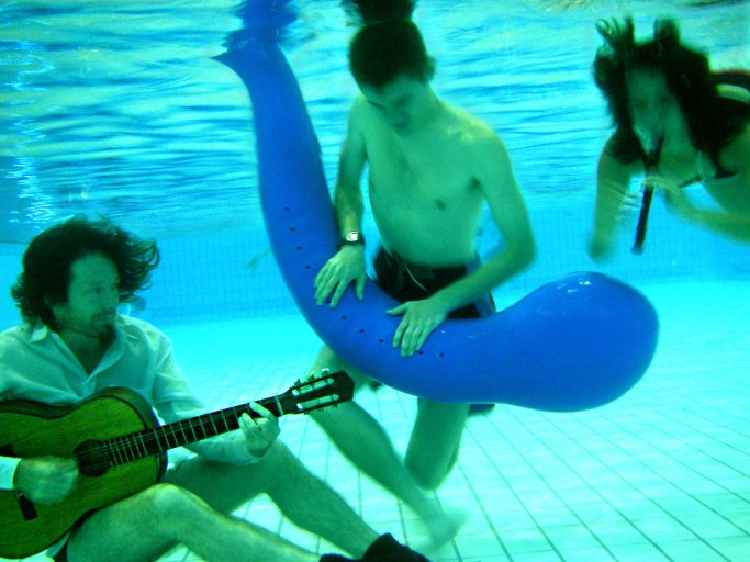 musical_instruments_in_3_states_of_matter_immersed_in_water